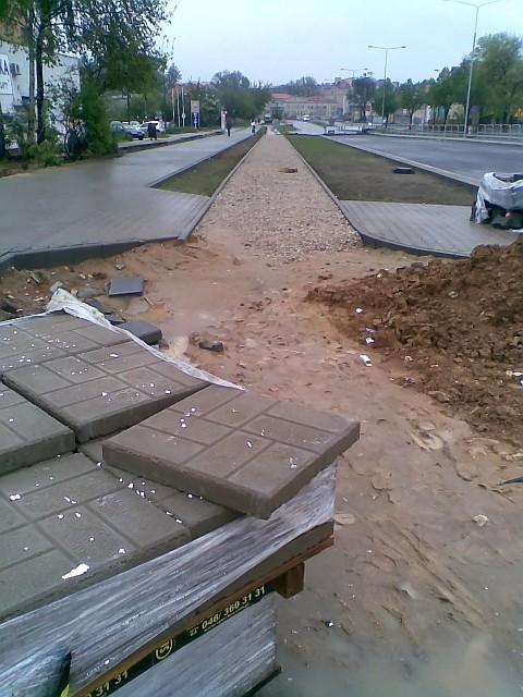 Radom, budowa drogi rowerowej w okolicach skrzyżowania z ul. Młodzianowską