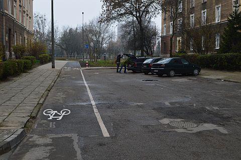 Radom. Łącznik rowerowy na ślepej dla aut ul. Broni
