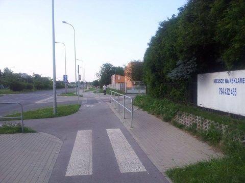 Radom. Mieszka I / Brzustowska, brak widoczności rowerzysta - samochody