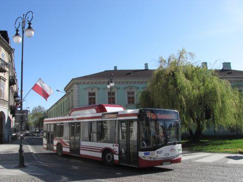 Radom. Autobus zasilany CNG na ul. Traugutta