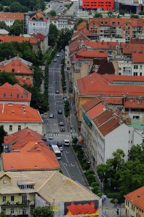 Lublana. Jedna z głównych ulic w centrum - gdzie są parkujące samochody?