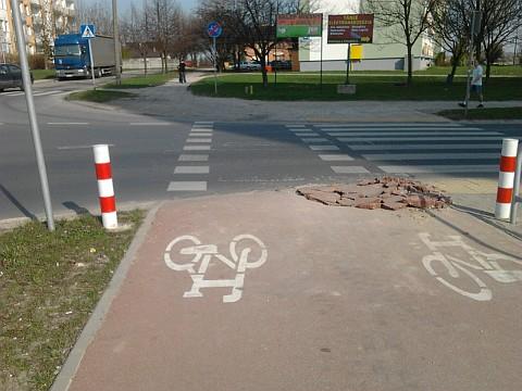 Radom, dziura w drodze rowerowej, ul. Sycyńska