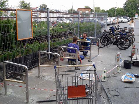 Radom. Stojaki rowerowe U przed E.Leclerc