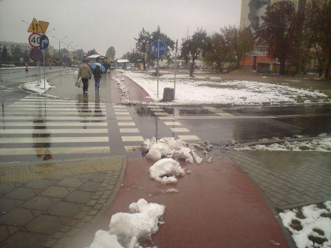 Radom. Droga rowerowa w śniegu