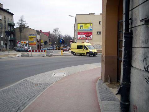 Radom. Mur w skrajni drogi dla rowerów na ul. Kelles-Krauza