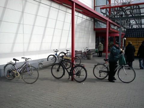 Radom. Parking rowery przed M1 - marzec 2012
