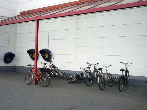 Radom. Parking rowerowy przed M1