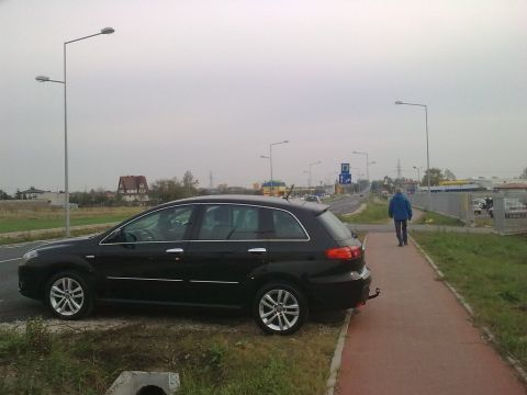 Radom. Zablokowana droga dla rowerów na ul. Słowackiego