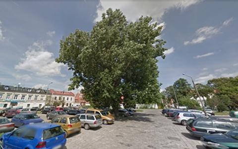 Radom. Parking Bernardyńska. Zdjęcie: Google SV