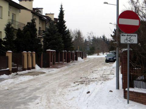 Radom. Ulica Urodzajne dwukierunkowa dla rowerzystów, T-22