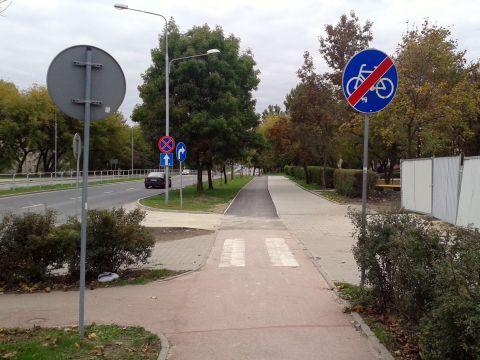 Radom. Dobudowany brakujący fragment drogi rowerowej na ul. Warszawskiej