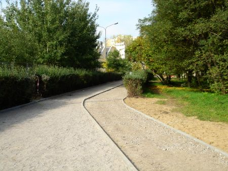 Radom. Budowa drogi rowerowej w al. Grzecznarowskiego