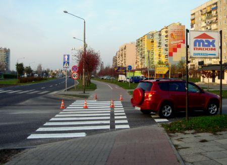 Radom. Prawidłowo oznakowany przejazd rowerowy na ul. Chrobrego