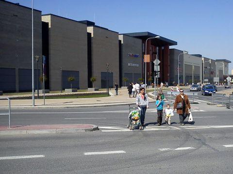 Radom. Zlikidowane przejście dla pieszych przy Centum Słonecznym