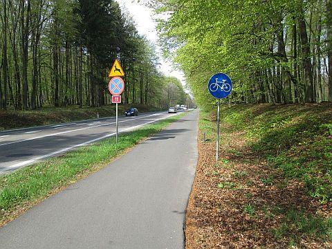 Droga dla rowerów przy DK11