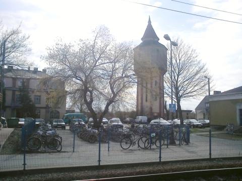 Dęblin. PArking rowerowy przy stacji kolejowej