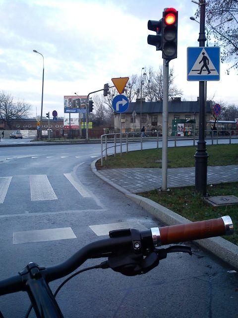 Radom. Pętle indukcyjne niewykrywające rowerów na skrzyżowaniu Wałowa / Limanowskiego