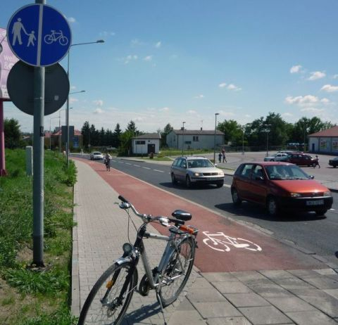 Radom. Droga rowerowa na ulicy Głównej