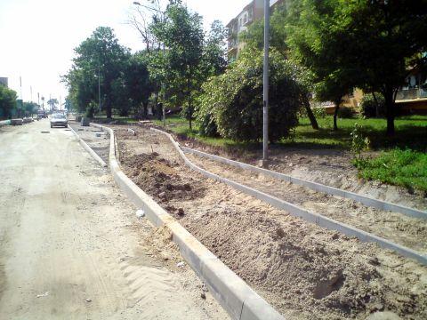 Radom. Ulica Główna, budowa drogi dla rowerów