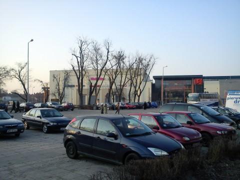 Radom. Nielegalny parking na placu Jagiellońskim