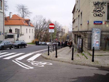 Warszawa. Kontrapas w ulicy Oboźnej