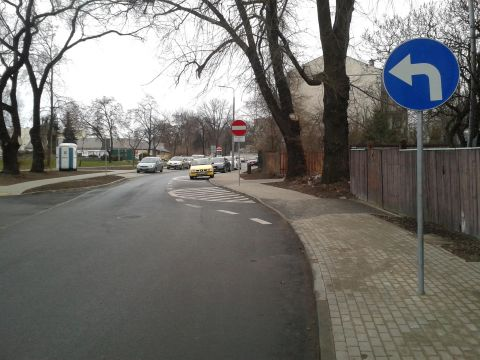 Radom. Ulica Koszarowa, brak oznakowania T-22