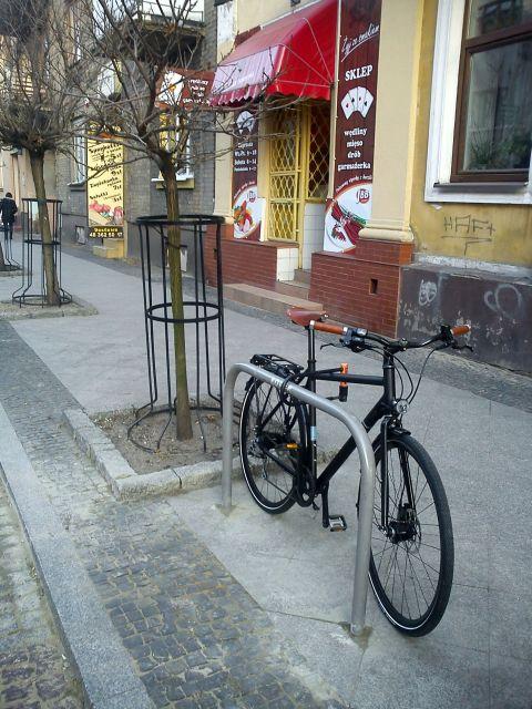 Radom. Naprawiony stojak na ul. Moniuszki