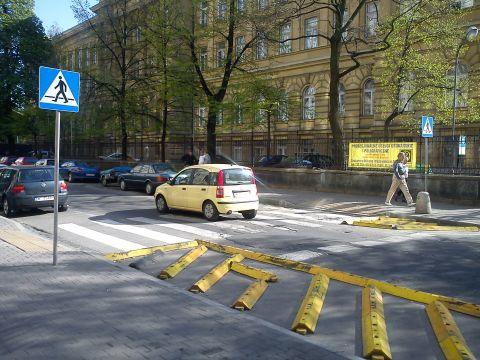 Warszawa. Obszar wyłączony z ruchu na ulicy Noakowskiego