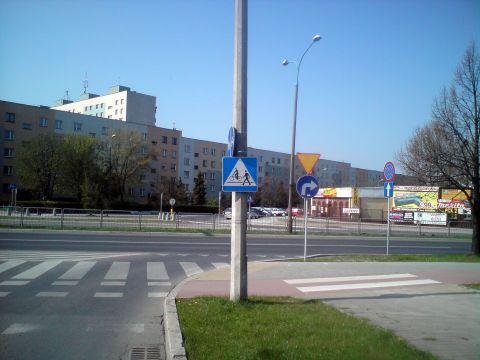 Radom. Al. Grzecznarowskiego - oznakowanie przejazdu rowerowego