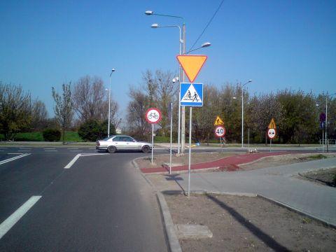 Radom. Ul. Warszawska -  oznakowanie przejazdu rowerowego