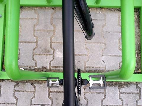 Radom. Niefunckjonalny parking rowerowy przy stacji kolejowej