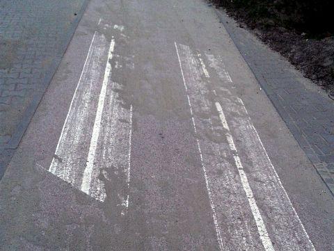 Radom. Piach na drodze dla rowerów