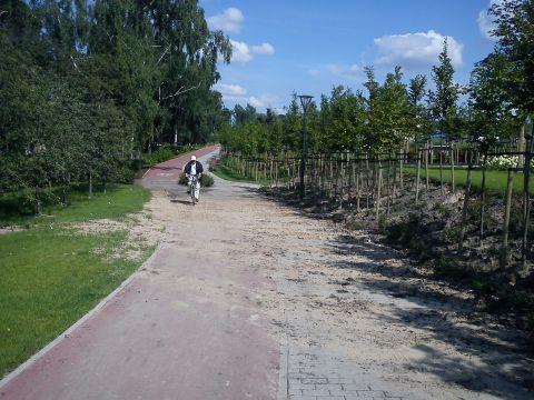 Radom. Zapiaszczona droga dla rowerów przy Centrum Słonecznym