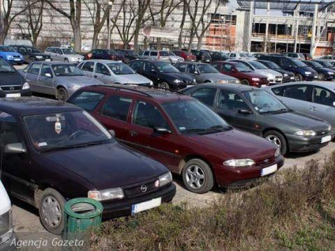 Radom. Plac Jagielloński stał się parkingiem. Zdjęcie Gazety Wyborczej