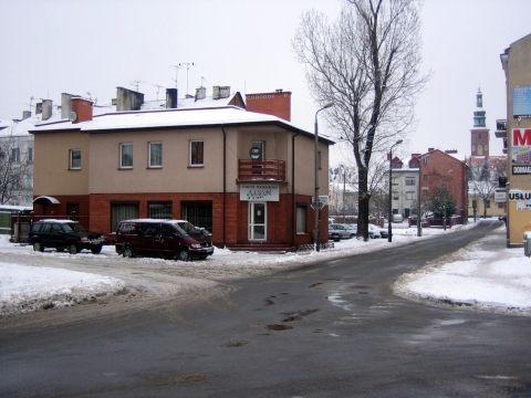 Radom. Ulica Podwalna, nakaz skrętu w prawo nie dotyczy rowerów