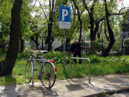 Radom. Prawidłowy stojak przed budynkiem Politechniki