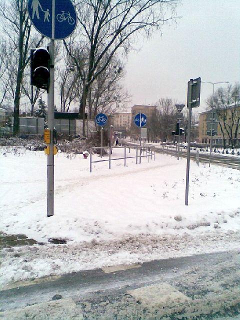 Radom. Nieodśnieżona droga rowerowa w ul. Kościuszki