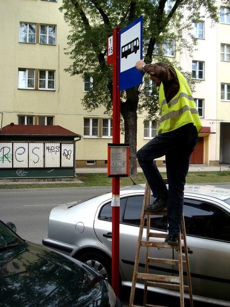 Radom. Ul. Sienkiewicza, komunkacja miejska odzyskuje przestrzeń