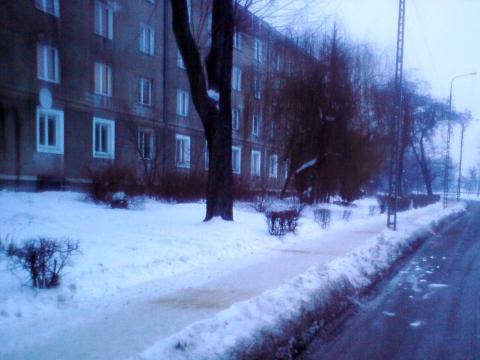 Radom. Chodnik na ul. Rodziny Winczewskich wolny od samochodów