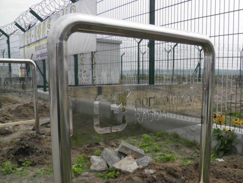 Radom. Stojaki rowerowe przed terminalnem portu lotniczego. Airport Radom, bicycle parking rack