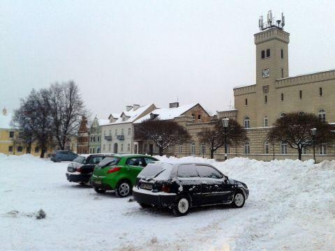 Radom. Rynek Miasta Kazimierzowskiego zamieniony na nielegalny parking