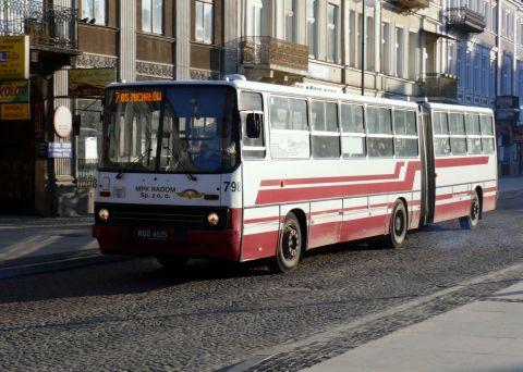 Radom. Autobus linii 7 na ul. Żeromskiego