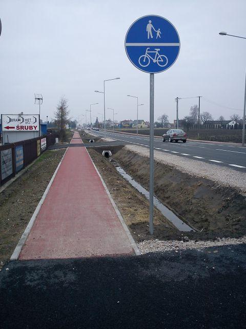 Radom. Ulica Słowackiego, niewymiarowy ciąg pieszo-rowerowy
