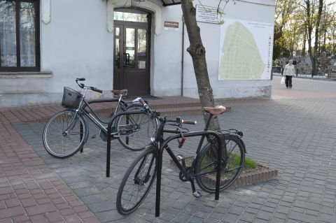 Radom. Stojaki rowerowe, cmentarzrzymskokatolicki, ul. Limanowskiego, cementary bicycle parking rack