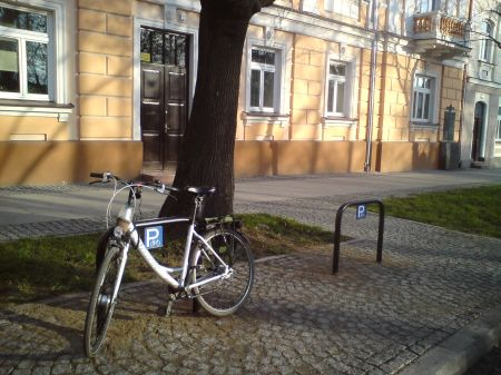 Radom. Zamontowane stojaki na ul. Słowackiego