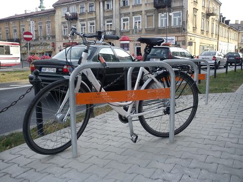 Radom. Stojaki rowerowe w kształcie odwróconego U