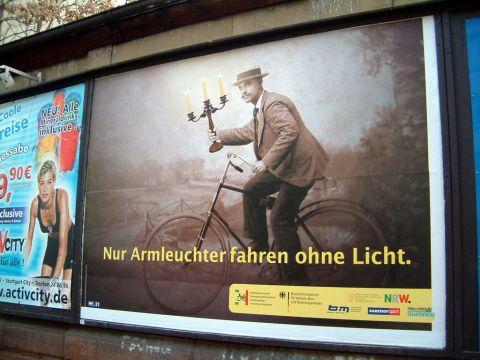 Stuttgart.Tylko fajtłapy jeżdżą bez świateł