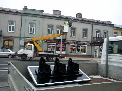 Radom. Montaż sygnalizacji dla pieszych na ul. Słowackiego