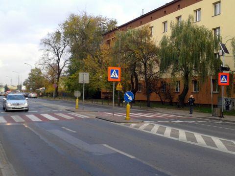 Radom. Przejście dla pieszych z talizmanami na ul. Limanowskiego