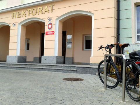 Radom. Stojaki rowerowe - Uniwersytet Technologiczno-Humanistyczny